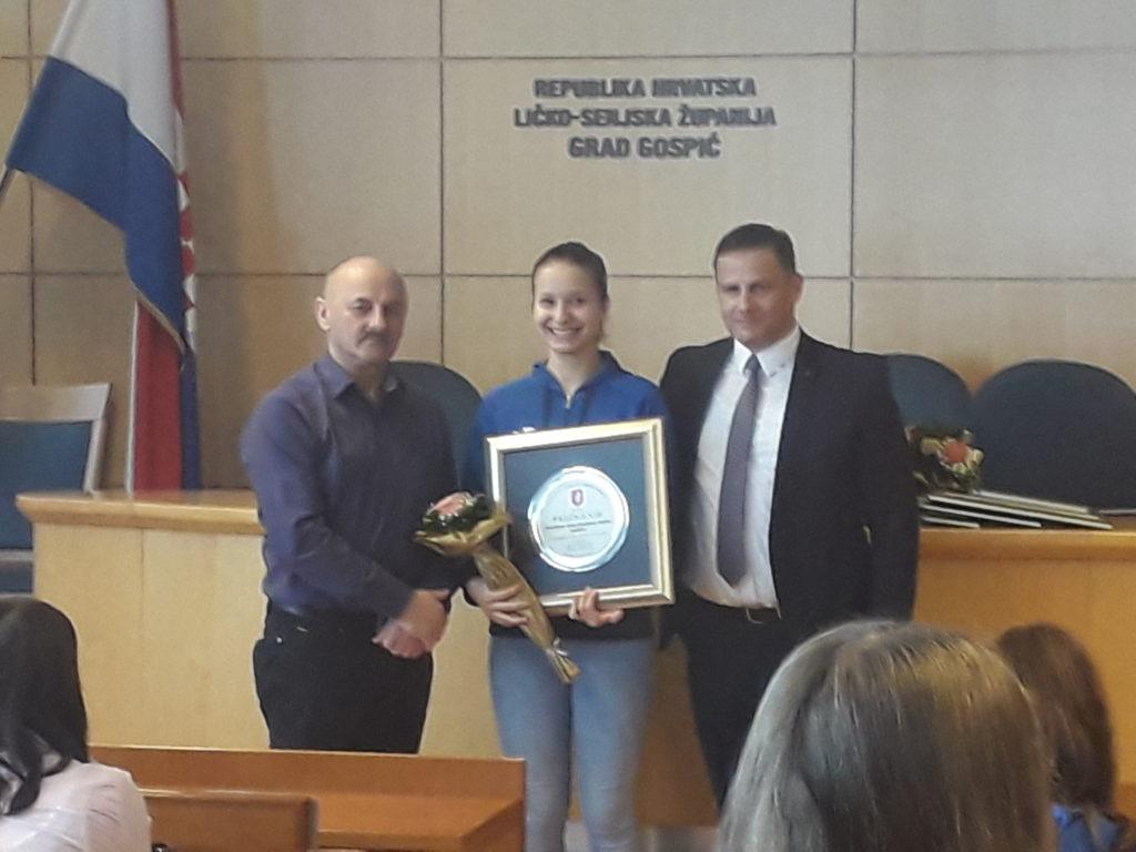Kosarkasice Zkk Gospica izabrane su za sportsku ekipu 2018. godine grada Gospica.Cestitamo nasim djevojkama.
